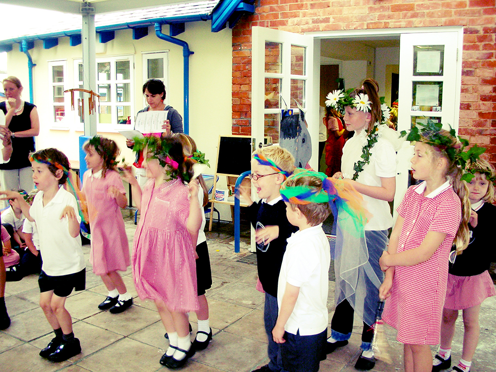 Early Years & Foundation StageHow the Story Tree came to be (Literacy Story)